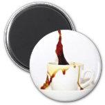Una taza de café imanes de nevera