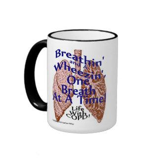 Una taza de calor para esos Breathin y un Wheezin