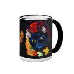 Una taza de Halloween del gato negro
