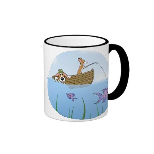 Una taza de la pesca del Corgi del paseo salvaje