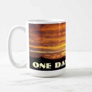 Una taza de la puesta del sol del día a la vez