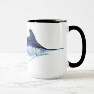 Una taza de los pescados de la aguja blanca