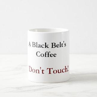 Una taza del café de la correa negra