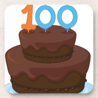 una torta de cumpleaños posavasos