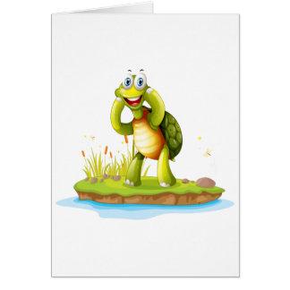 Una tortuga sonriente en una isla tarjeta de felicitación