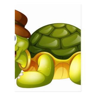 Una tortuga sonriente que se acuesta tarjetas postales