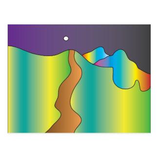 Una trayectoria a un cielo violeta tarjeta postal