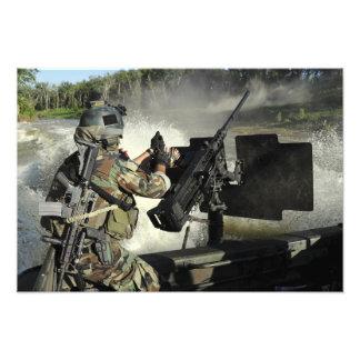Una tripulante especial del Combatiente-arte de la Fotografia
