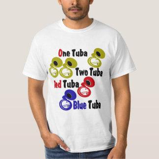 Una tuba de la tuba dos camisas