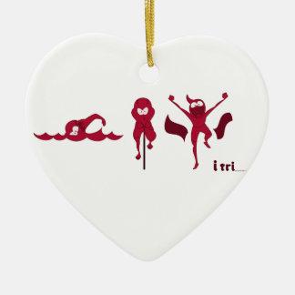 Una variedad de productos con el logotipo rojo de adorno de cerámica en forma de corazón
