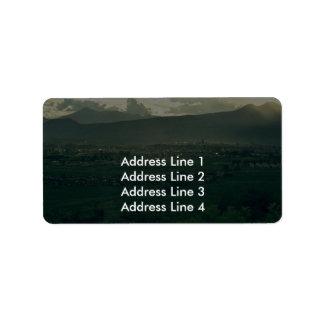 Una ventana a encenderse etiquetas de dirección