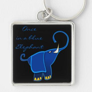 Una vez en un elefante azul llavero cuadrado plateado