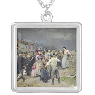 Una víctima del fanatismo, 1899 collar plateado