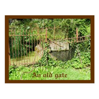 Una vieja puerta postales