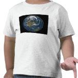 Una vista de la tierra camisetas