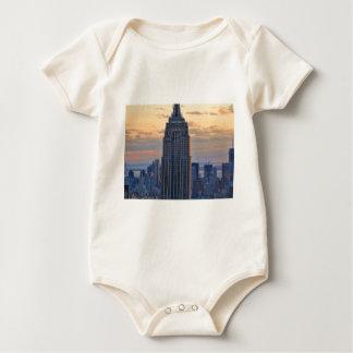 Una vista del Empire State Building, un NYC más Mamelucos De Bebé
