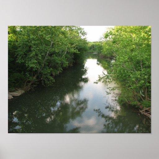 Una vista del río posters