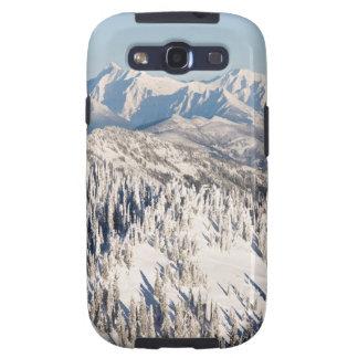 Una vista escénica de las montañas y de los árbole galaxy SIII carcasa