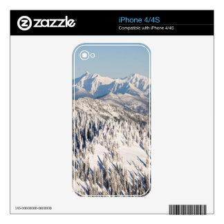 Una vista escénica de las montañas y de los árbole iPhone 4 calcomanía