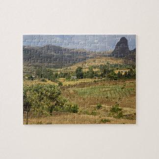 Una vista escénica grande de una montaña grande de puzzle