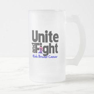 Una y luche al cáncer de pecho masculino taza de café