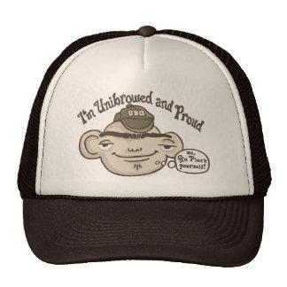 Unibrowed y orgulloso gorra