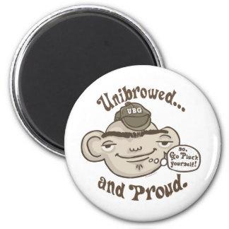 Unibrowed y orgulloso imán redondo 5 cm