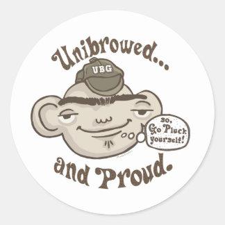 Unibrowed y orgulloso pegatina redonda