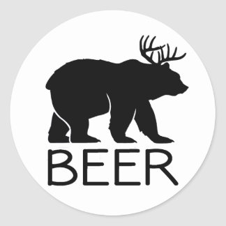 Único divertido del oso de la cerveza pegatina redonda