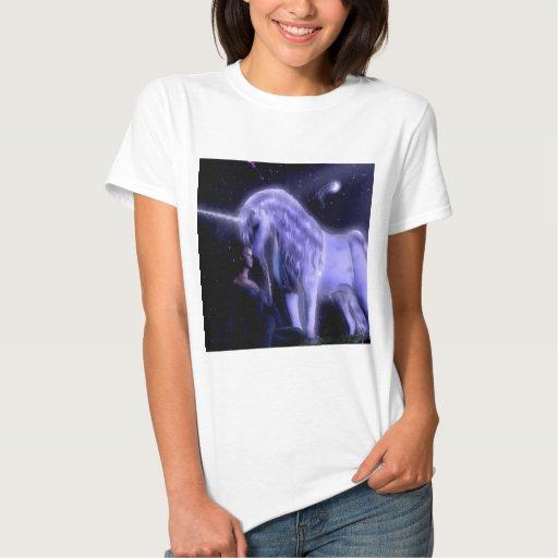 Unicornio abstracto de la hada de Puple de la Camisas