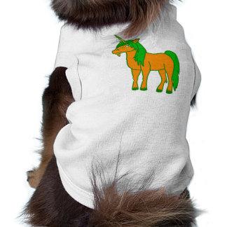 Unicornio anaranjado con la melena verde playera sin mangas para perro