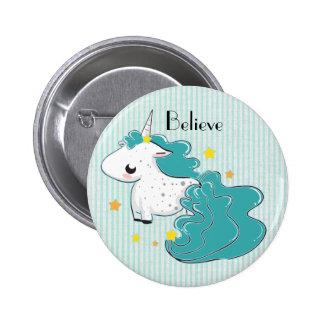 Unicornio azul del dibujo animado con el botón de