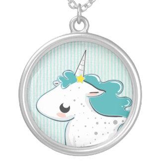 Unicornio azul del dibujo animado con el collar de