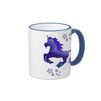 Unicornio azul del dibujo animado y taza de las es