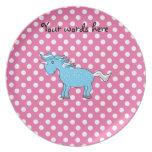 Unicornio azul en polkadots rosados plato para fiesta