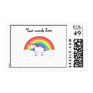 Unicornio blanco en el arco iris y las nubes timbres postales