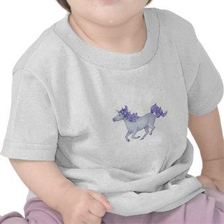 Unicornio blanco Prancing con las chispas púrpuras Camisetas