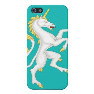 Unicornio con el cuerno y la cola de oro iPhone 5 cárcasas