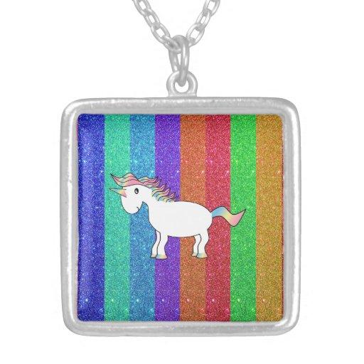 Unicornio con las rayas del brillo del arco iris colgante cuadrado