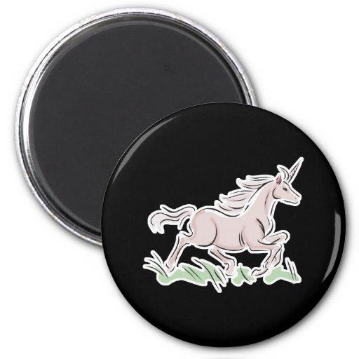 unicornio corriente del rosa salvaje imán redondo 5 cm