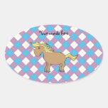 Unicornio de Brown en fondo púrpura y azul del Calcomanías Ovales Personalizadas