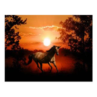 Unicornio de la salida del sol postales