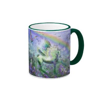 Unicornio de la taza del arte de las mariposas