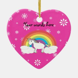 Unicornio del arco iris con los copos de nieve adorno navideño de cerámica en forma de corazón