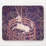 Unicornio del vintage en tapicería del cautiverio tapetes de raton