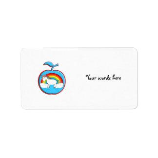 Unicornio en el arco iris en manzana etiqueta de dirección