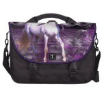 Unicornio en fractal púrpura bolsas de portatil