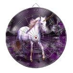 Unicornio en fractal púrpura tabla dardos