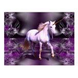 Unicornio en fractal púrpura tarjetas postales