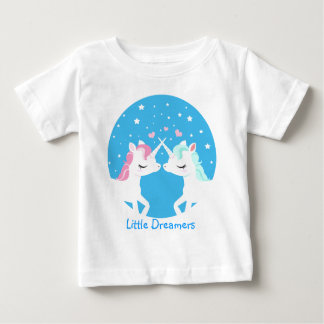 Unicornio en la camisa del amor adaptable